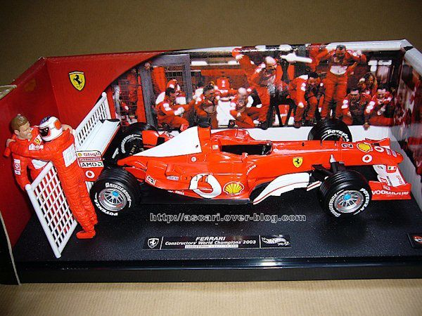1-18 Ferrari F2003 GA Barichello GP Japon Hot Wheels 1