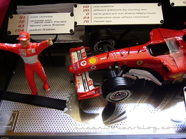 1-18 Ferrari F2004 Schum Carrer records Hot Weels 05