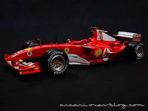 1-18 Ferrari F2004 Schum Carrer records Hot Weels 09