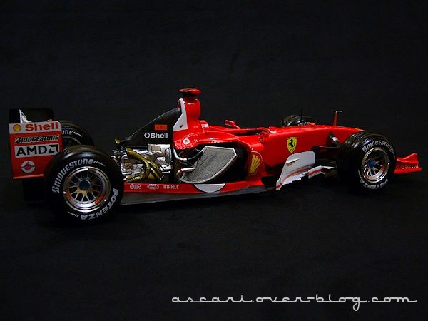 1-18 Ferrari F2004 Schum Carrer records Hot Weels 11