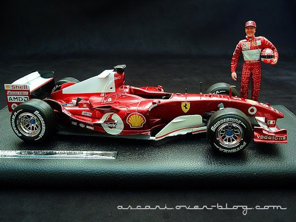 1-18 Ferrari F2004 Schumacher 7 eme titre Hot Wheels 6