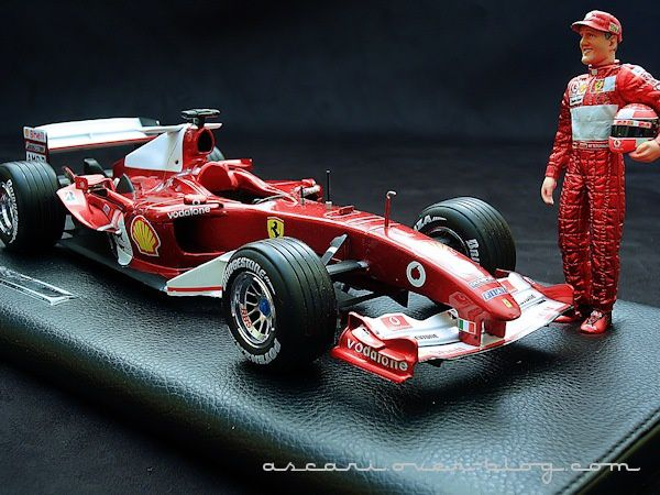 1-18 Ferrari F2004 Schumacher 7 eme titre Hot Wheels 7