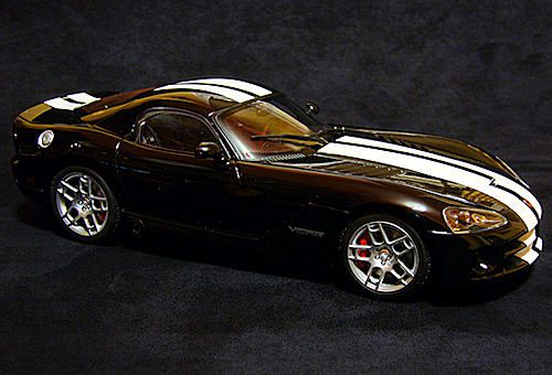 1-18-Dodge-Viper-SRT10-2006-Auto-Art-07.JPG