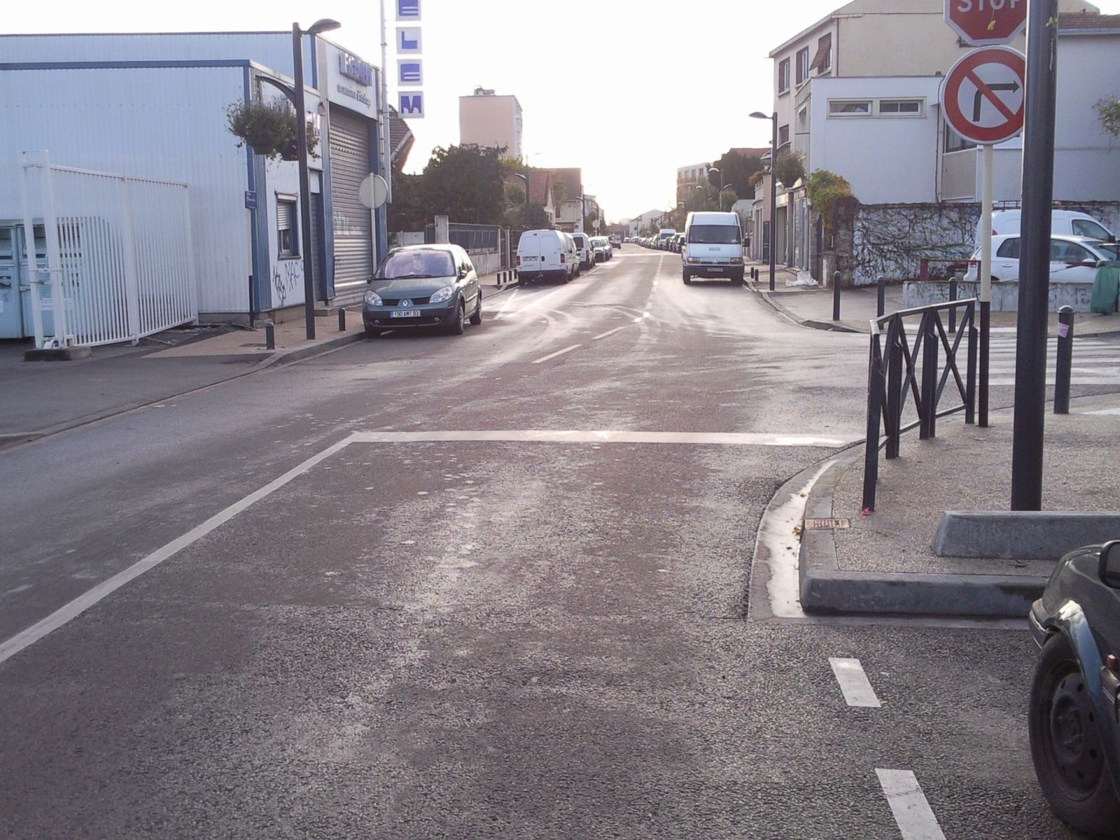 Informations romainville le doigt l o a fait mal for Protector parking carrefour