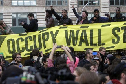 422446-quelque-300-manifestants-occupy-wall.jpg
