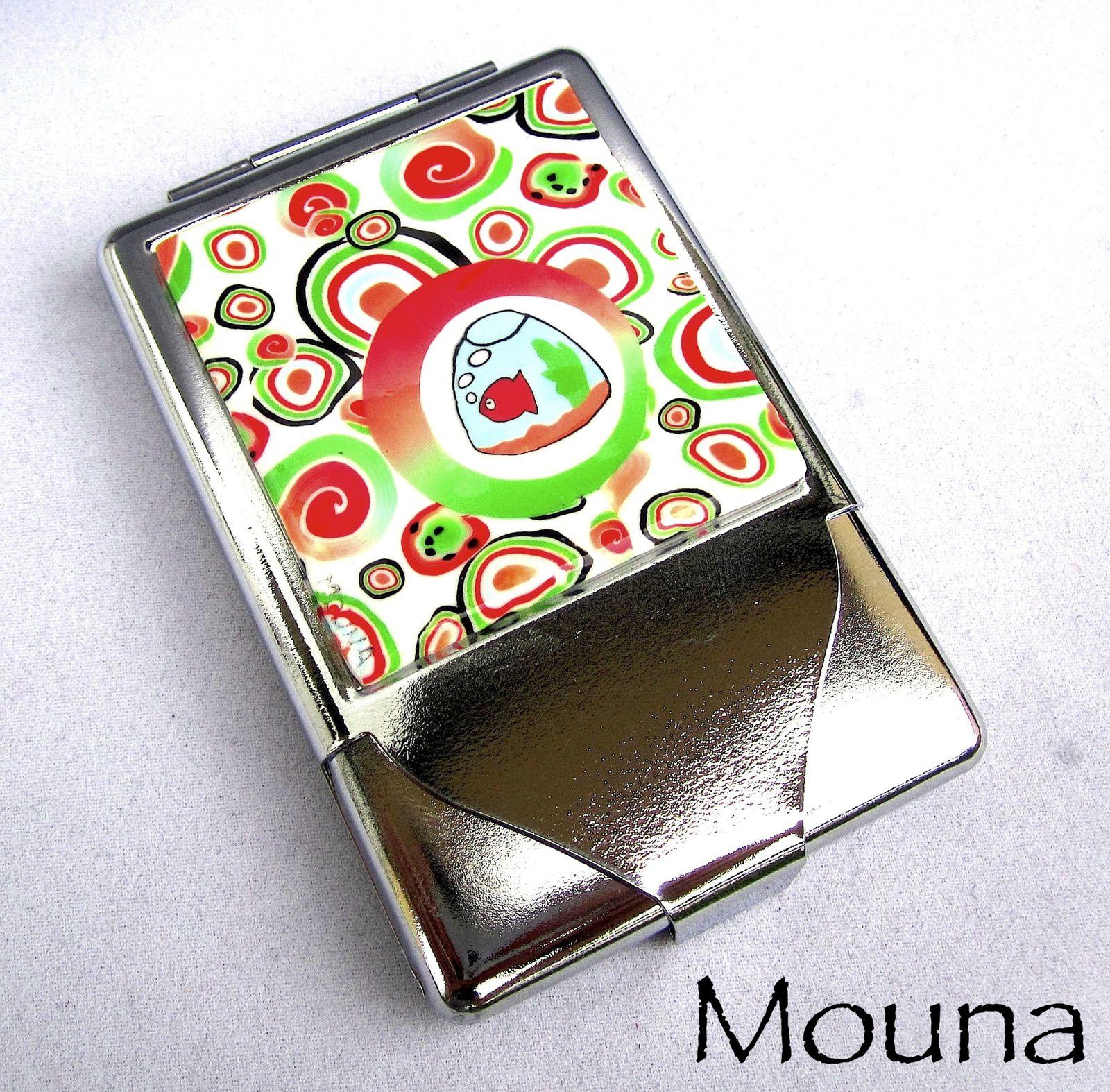 Cendrier et boite à cigarettes en métal et pâte polymère.