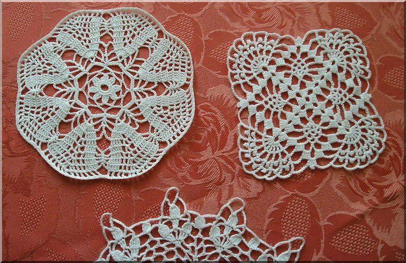 Un petit échantillon des nombreux napperons que j'ai réalisés ! je fais du crochet depuis l'âge de 12 ans. Merci à ma regrettée grand mère chérie de m'avoir transmis ses passions.