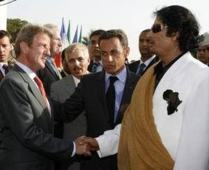 Bernard-Kouchner-Nicolas-Sarkozy-Mouammar-Kadhafi-1.jpg