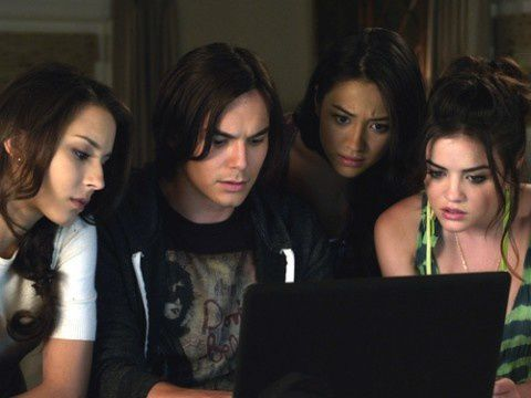 pretty-little-liars-a-kiss-before-lying-480x360.jpg