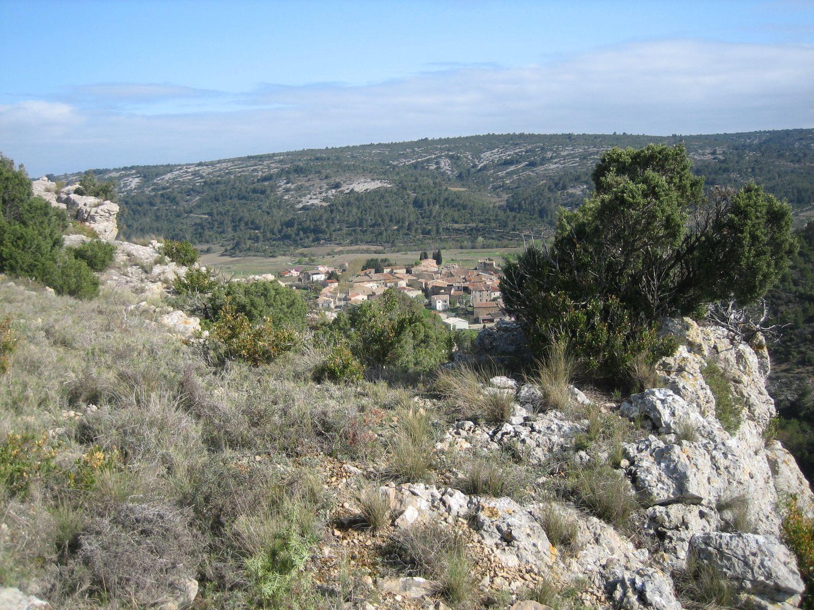 Sur les hauteurs de Coustouge, puis un petit tour dans le village et le déjeuner au bord de l'eau