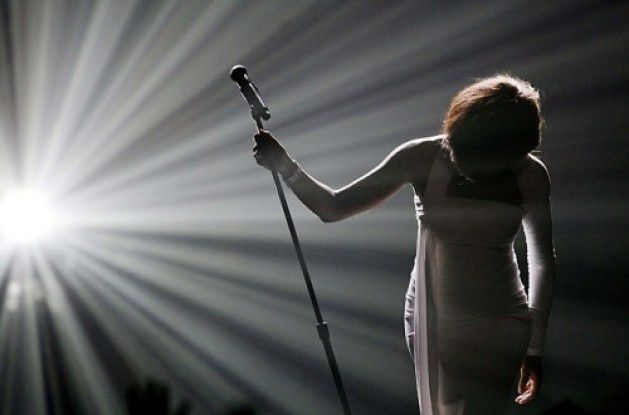 whitney-houston_LIVE-e1329050836722.jpg