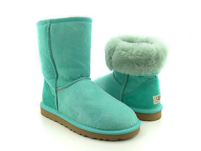 ugg-classic-short-boots-2.jpg