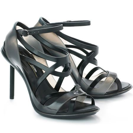jean-paul-gaultier-melissa-collaboratrion-talons-plastique-.jpg