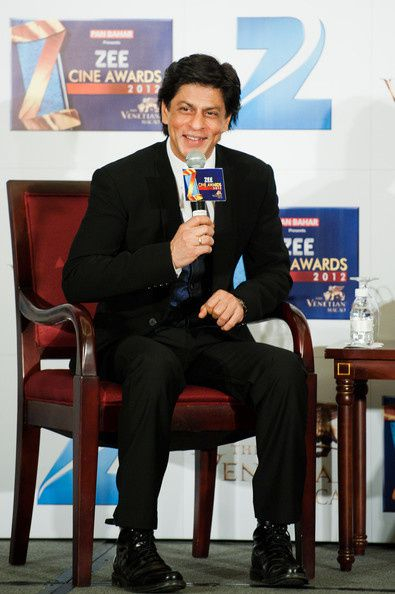 Zee-Cine-Awards-2012--Shahrukh-Khan----Bollywood-Blog-1.jpg