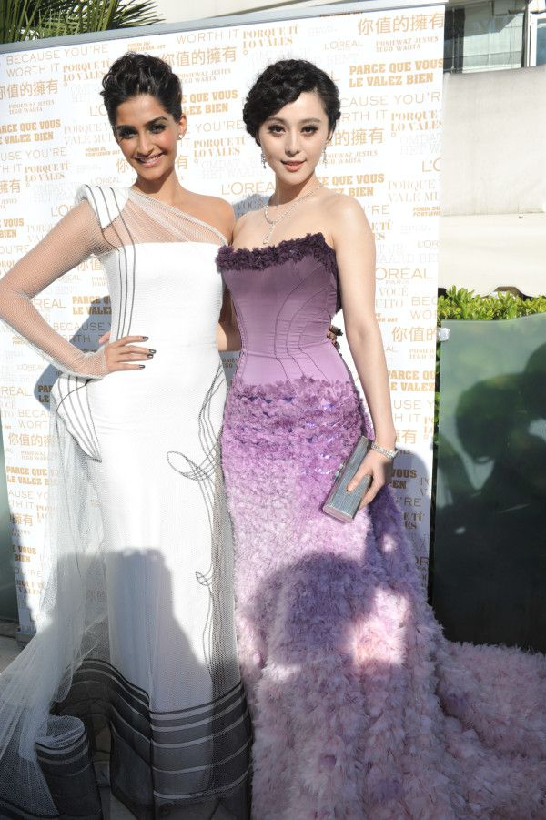 Sonam Kapoor and Fan BingBing amazing in their Red Carpet g
