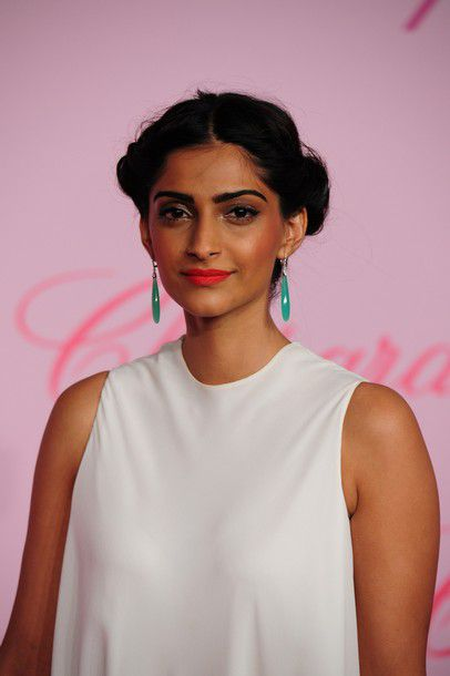 Sonam Kapoor at the Photocall of the Chopard's Par-copie-3