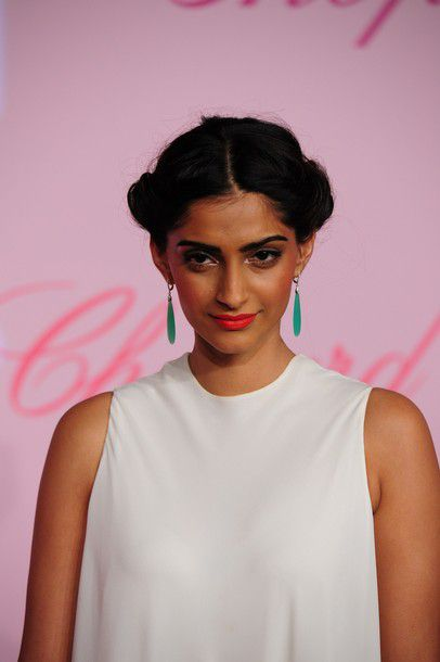 Sonam Kapoor at the Photocall of the Chopard's Par-copie-4