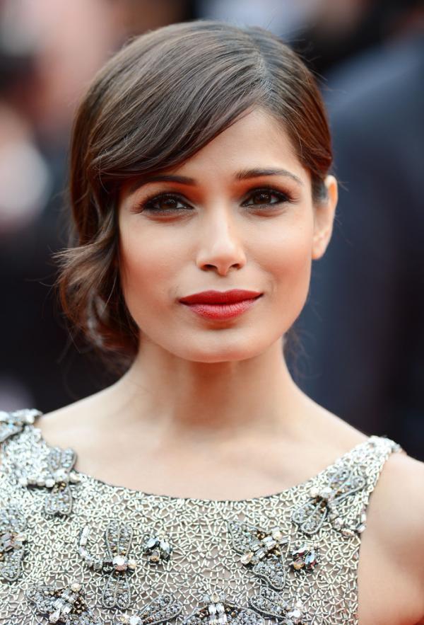 Actress-Freida-Pinto-lors-de-la-premiere-de--Jeune---Jolie.jpg