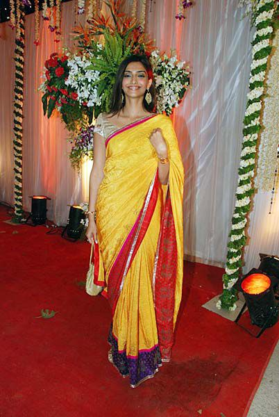 sonam-kapoor-sameer-dattani-reception-Bollywood-Blog.jpg