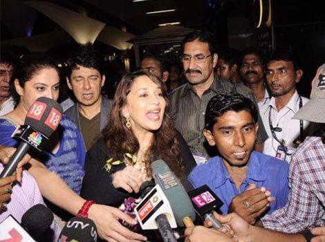 Madhuri Dixit Nene & family return to india Mumba-copie-2