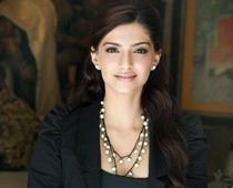 Sonam-Kapoor-interview-after-MAUSAM.-Actrice-Bollywood---Bl.jpg