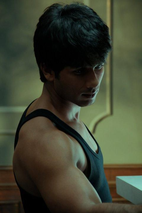 Shahid Kapoor on the sets of Bru Lite 1