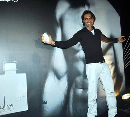 Arjun-Rampal-Launches-His-Perfume-2.jpg