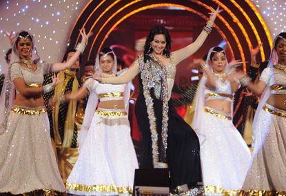 Sonakshi-Sinha-performs.jpg