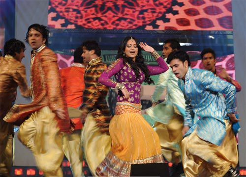 Sonakshi-performance-filfare-Awards.jpg