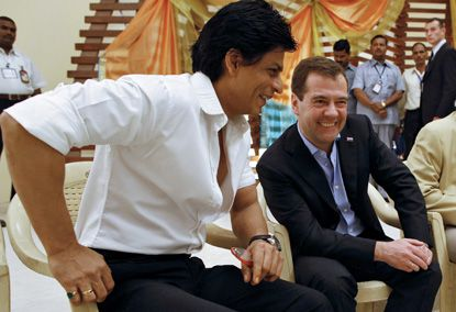Shahrukh-Khan---Dmitry-Medvedev-Bollywood-Studio-RA.One.jpg