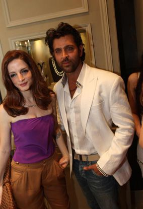 Hrithik--Sussanne-and-the-rest-of-the-clan-joined-the-celeb.jpg