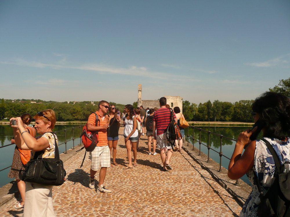 Visite d'Avignon par les etudiants d'Accent Francais avec notre animateur Jean-Paul.