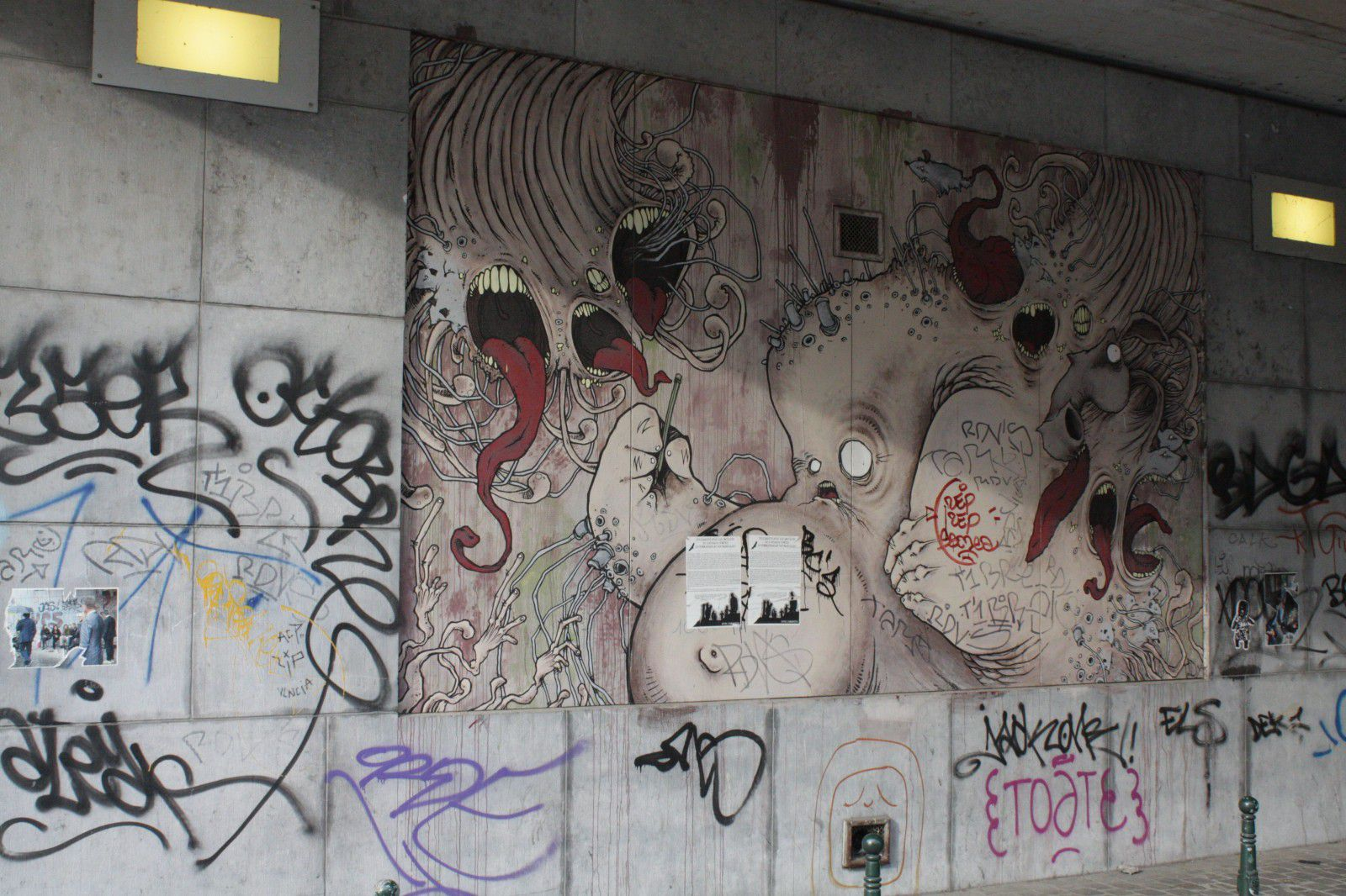 http://idata.over-blog.com/0/32/10/53/villes-geo-urbaine/Bruxelles-graff.jpg