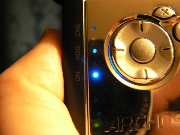 On repère le gros oeil de mon objectif photographique dans le reflet du lecteur MP3.