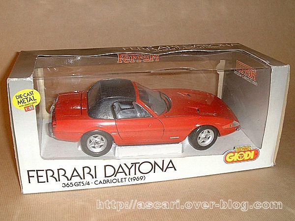 1-18-Ferrari-365-GTS-4-Daytona-capote-lev-e--Giodi-1.jpg