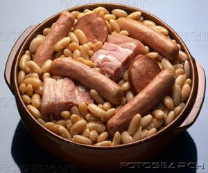 dish-of-beans-sausages-and-assorted-meat-cassoulet---E002125.jpg