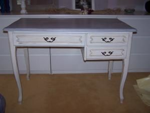Bureau repeint patine lin et meuble d angle gris de suède
