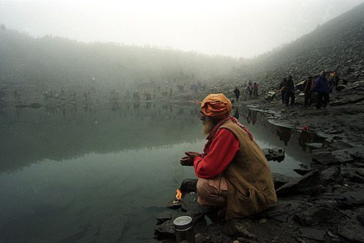 Sadhu-doing-Aarti-with-Lamp-at-Roopkund-blogbig Nick Flemin