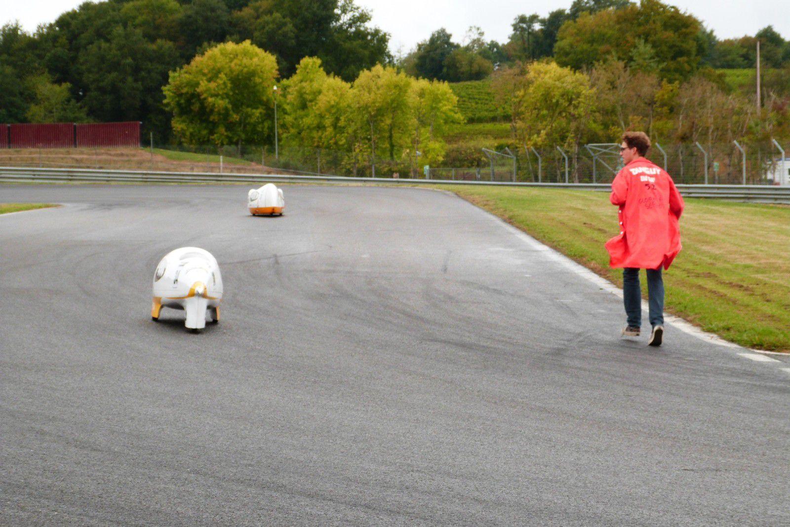 Session d'entrainement sur le circuit de Nogaro&#x3B; organisée par la cité scolaire d'Artagnan et le circuit Paul Armagnac.