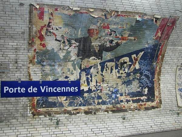 Vieille affiche pour Viandox sur un quai de la station Porte de Vincennes