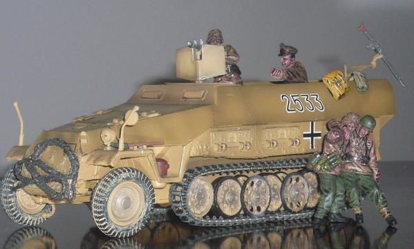 Forces Of Valor German SD kfz 251//1 Hanomag Eastern Front 1944 1//72 scale 85079