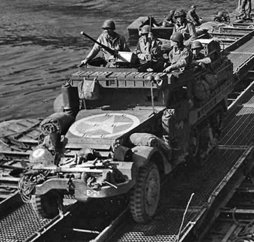 halftracks-seinecrossing-700.jpg