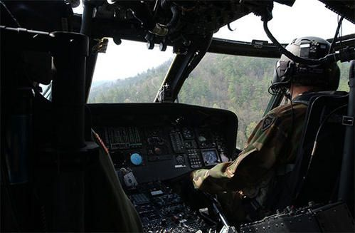 black-hawk-cockpit.jpg