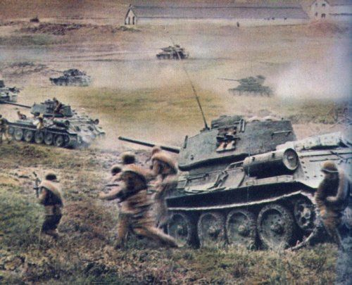 t_34s_and_troops.jpg