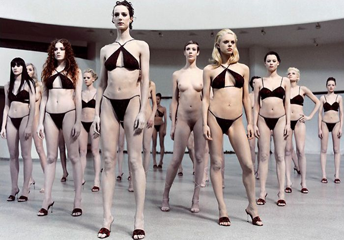 Vanessa-Beecroft-from-point-to-art