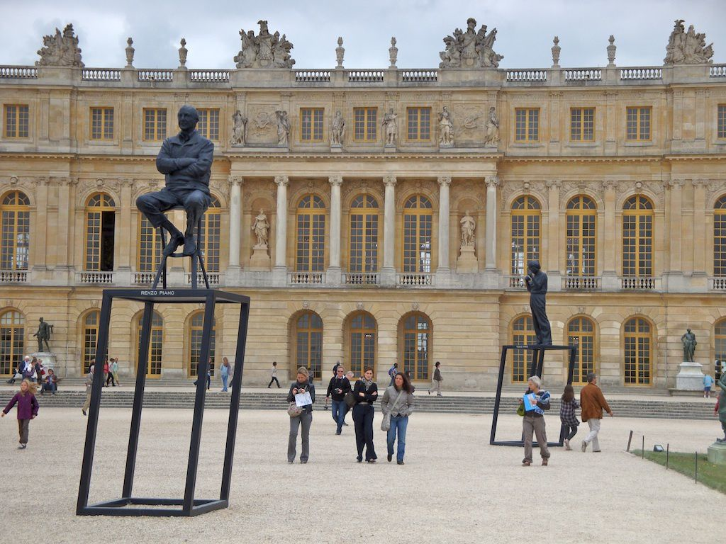 xavier veilhan les statues des architectes dominent le parterre d 39 eau versailles. Black Bedroom Furniture Sets. Home Design Ideas