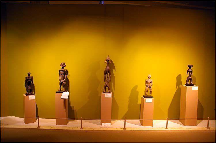 Exposition sur la place de la femme dans l'art africain au palais des arts à Dinard