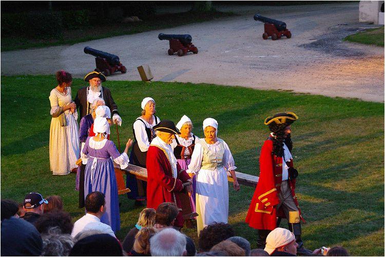 Photos de la représentation théâtrale donnée dans le parc du château de la Briantais à Saint Malo. Pièce d'après les livres de Bernard Simiot.