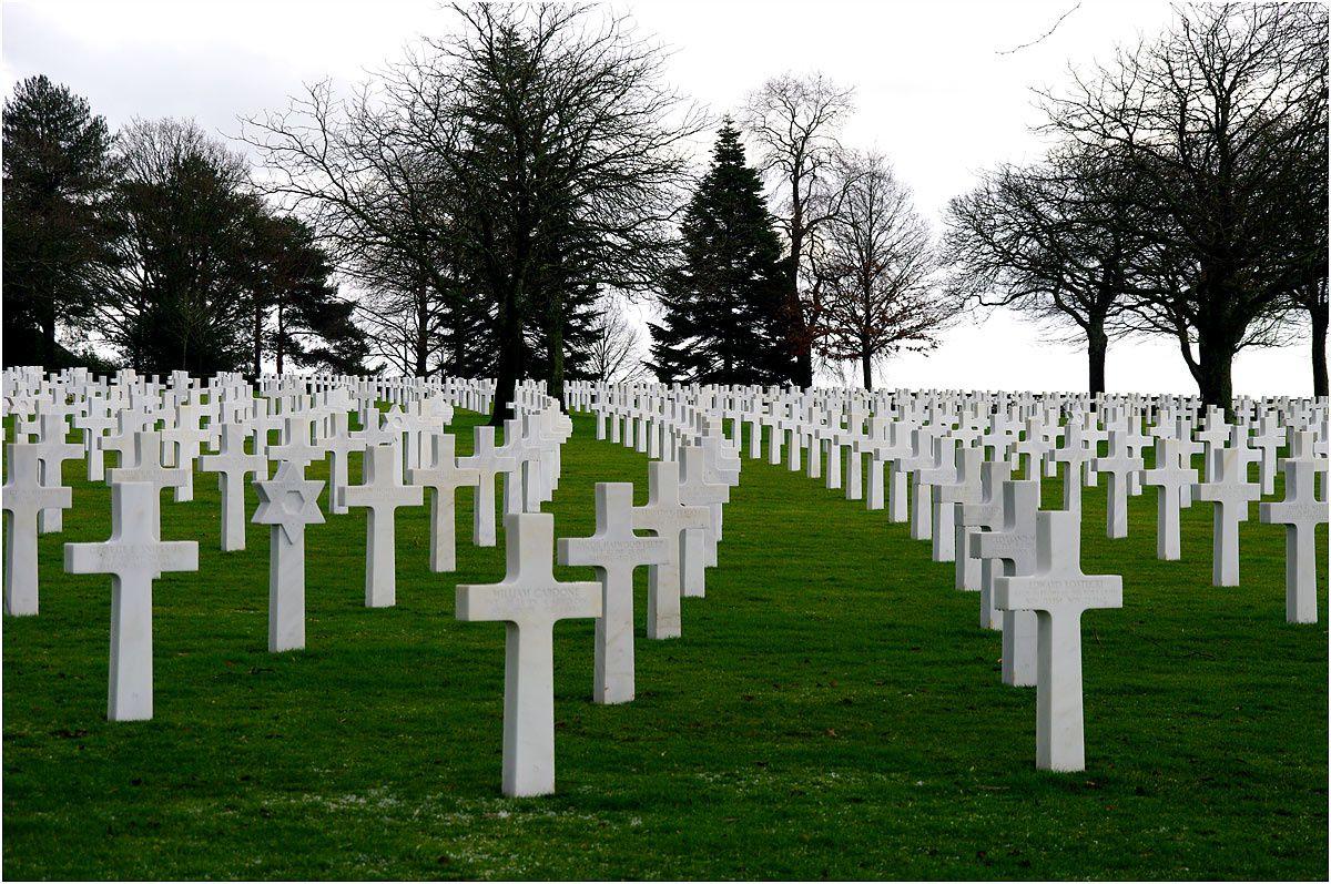 Sur la commune de Montjoie Saint Martin. Dans ce cimetière de 14 hectares reposent 4410 soldats dans 4408 tombes.