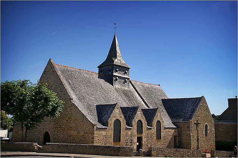 La vieille église du XIe siècle et l'église paroissialle de 1882 sont très proches l'une de l'autre